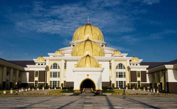 Ghé thăm cung điện Hoàng gia – công trình kiến trúc độc đáo ở Malaysia