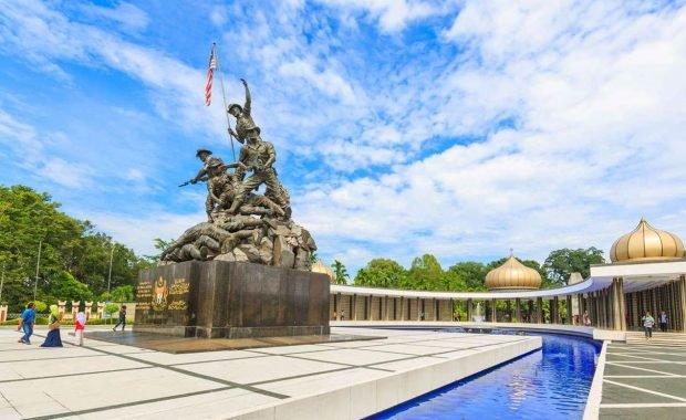 Đến Kuala Lumpur, dừng chân ghé thăm Đài tưởng niệm quốc gia