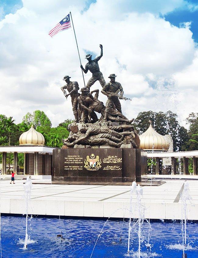 Đài tưởng niệm quốc gia Malaysia (National Monument)