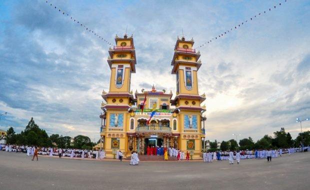 Thưởng ngoạn vẻ đẹp tòa thánh Cao Đài – công trình kiến trúc nổi bật ở Đông Nam Á