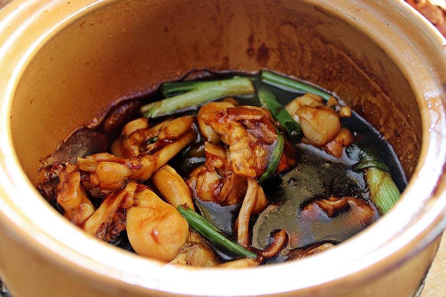 Món ăn nổi tiếng Singapore: Cháo ếch