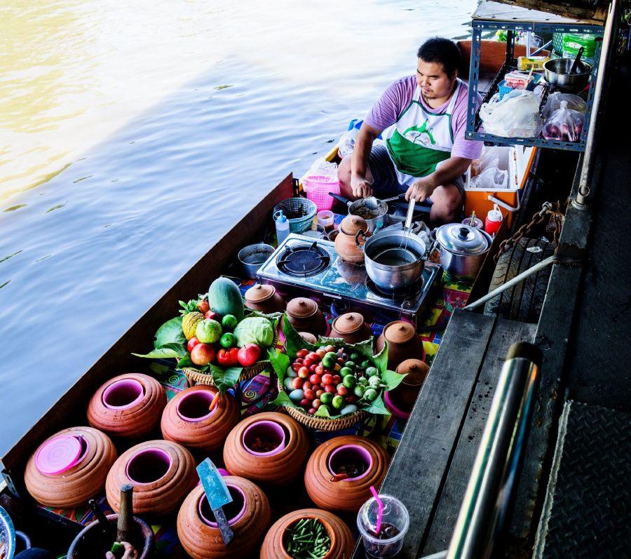 Cuộc sống bình dân tại chợ nổi Bangkok
