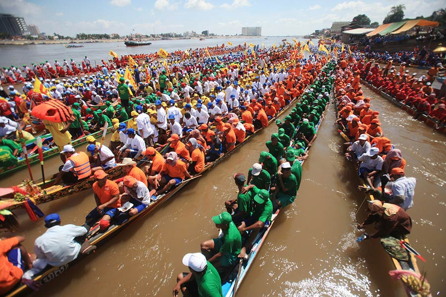 Lễ hội đua thuyền (Bon Om Touk) tháng 11