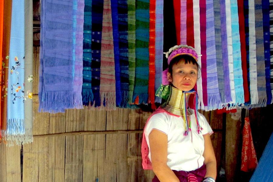 Nghề thủ công ở làng cổ dài Karen Long Neck