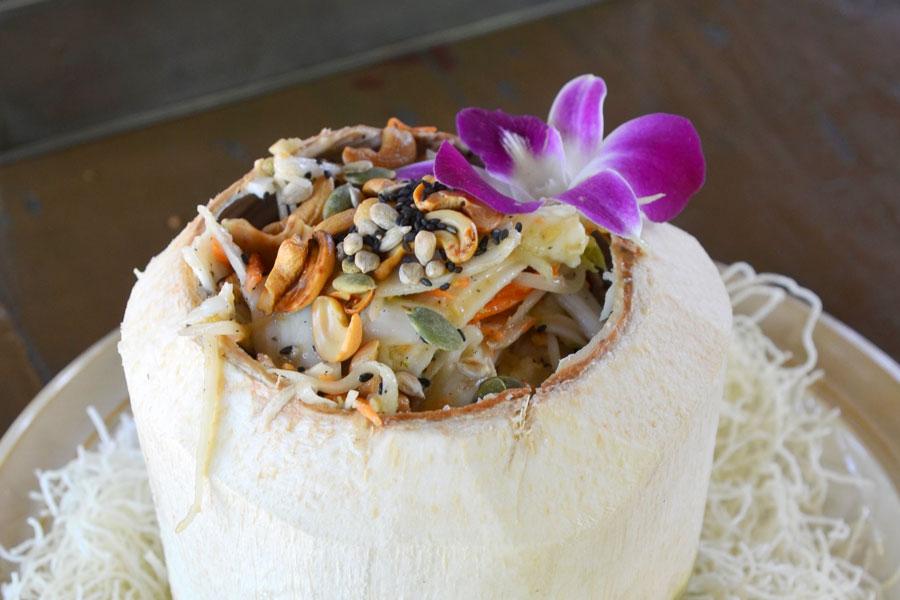 Tam maphrao on sen mi krop biến thể của món Som Tam
