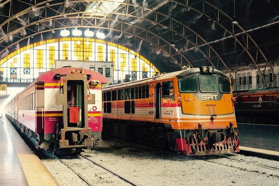 Đi Ayutthaya từ Bangkok bằng tàu hỏa