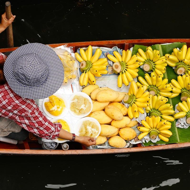 Thưởng thức ẩm thực tại chợ nổi Bangkok