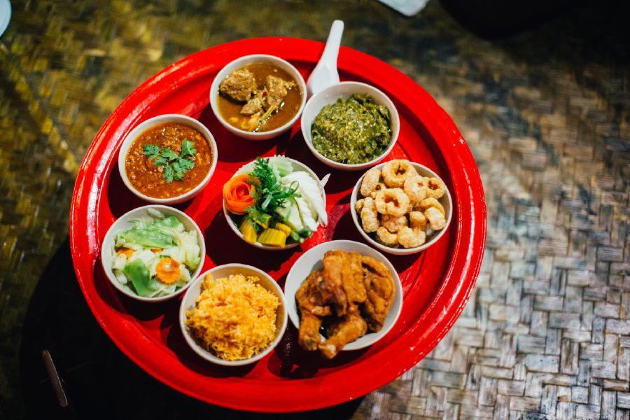 Món ăn trong bữa ăn tối Khantoke