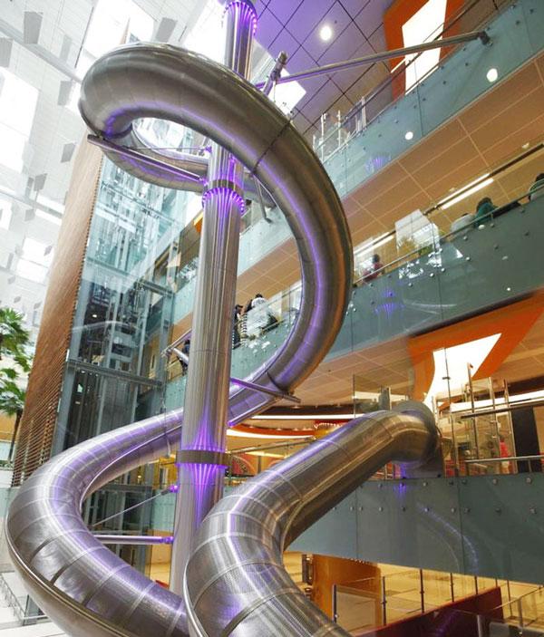 Đường trượt sân bay Changi cao nhất thế giới