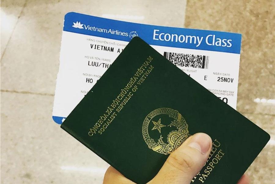Hộ chiếu và vé máy bay đi du lịch Thái