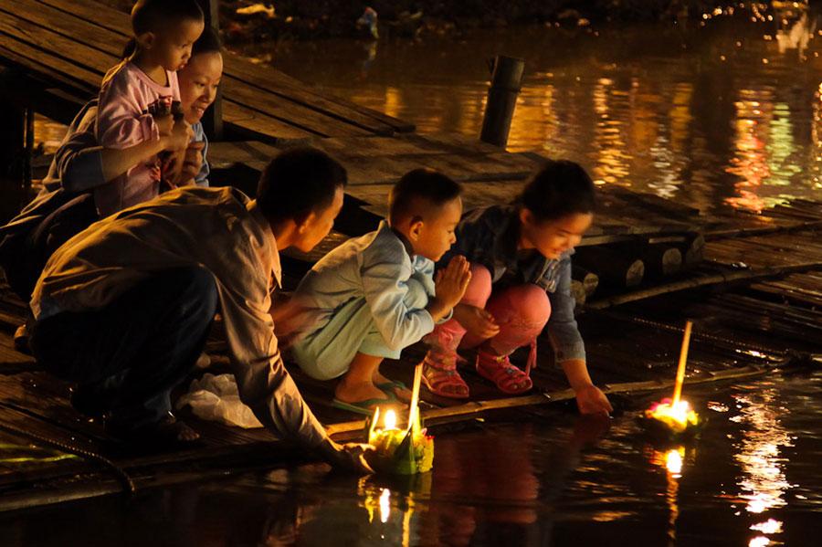 Lễ hội thả đèn hoa đăng Loy Krathong Thái Lan