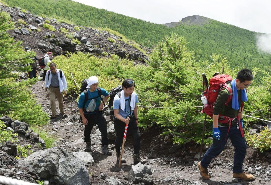 Leo núi Phú Sĩ Nhật Bản vào mùa hè
