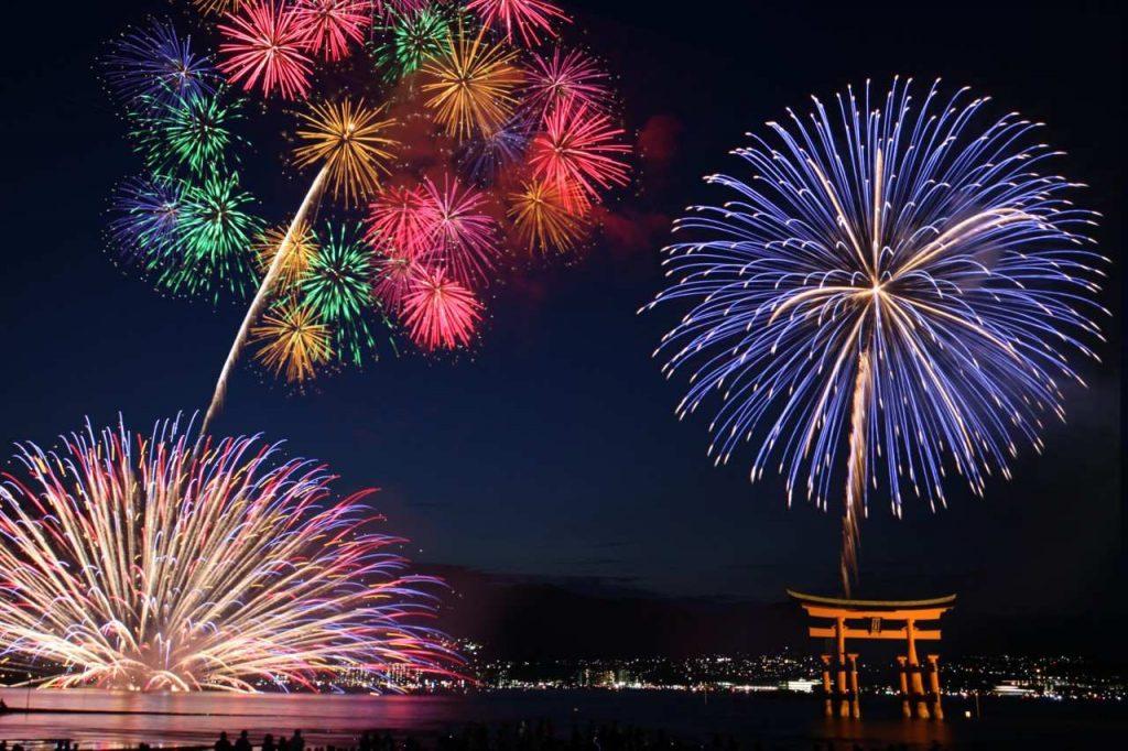 Chiêm ngưỡng màn bắn pháo hoa Nhật Bản