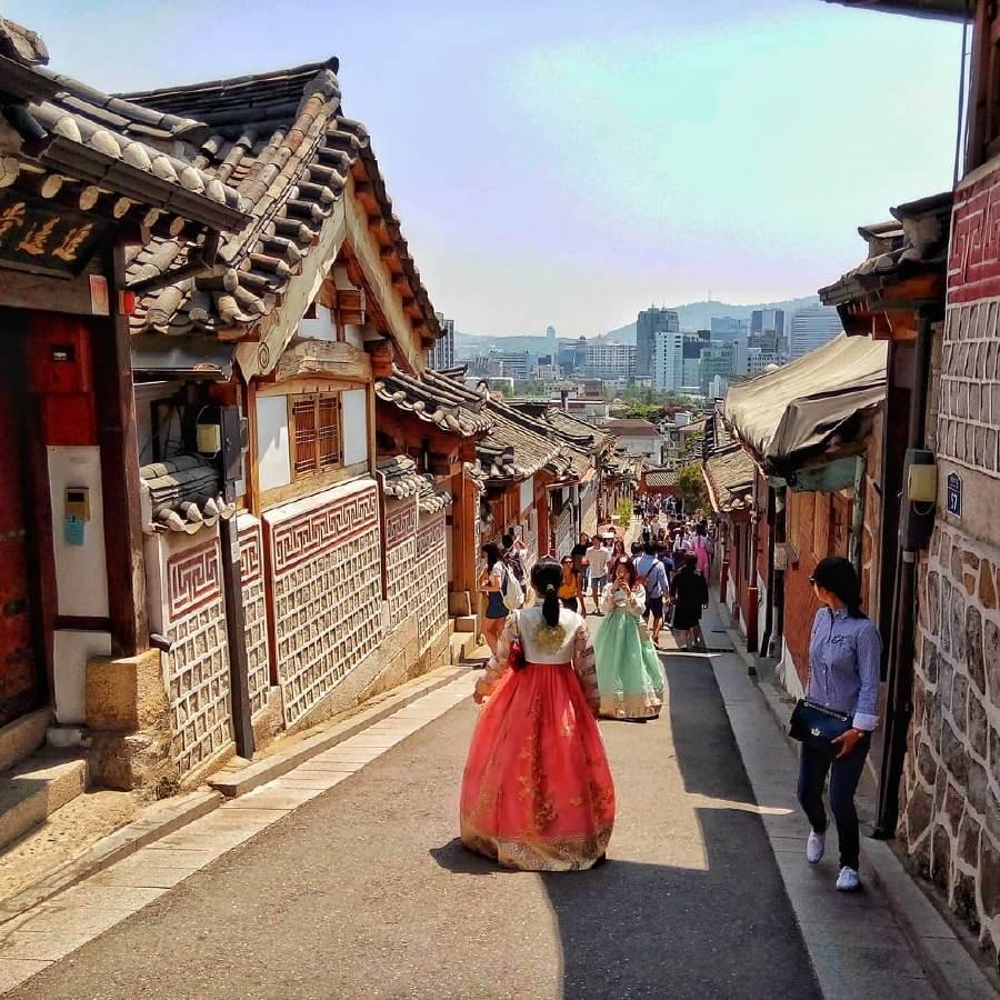 Thuê Hanbok chụp hình tại làng cổ Bukchon
